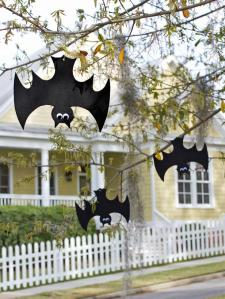 original_Layla-Palmer-Halloween-hanging-bats-beauty1_3x4_lg