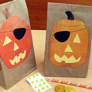 pirates-loot-grab-bags-halloween-craft-photo-420x420-clittlefield-0043